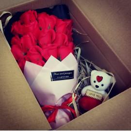 Rózsacsokor Valentin napra ❤️ szappanból, most ajándék kismackóval!