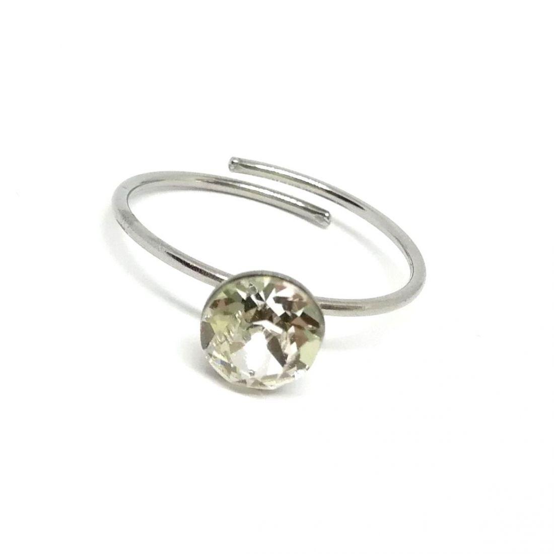 Egy köves gyűrű Swarovski® kristállyal díszítve